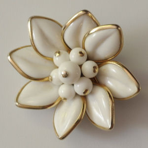 vintage Coro milk glass flower brooch pin gold